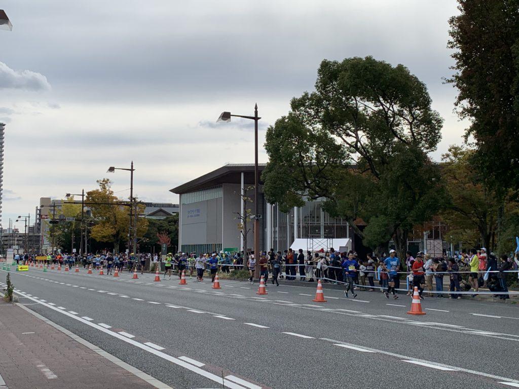おかやまマラソンの岡山県総合グラウンド前