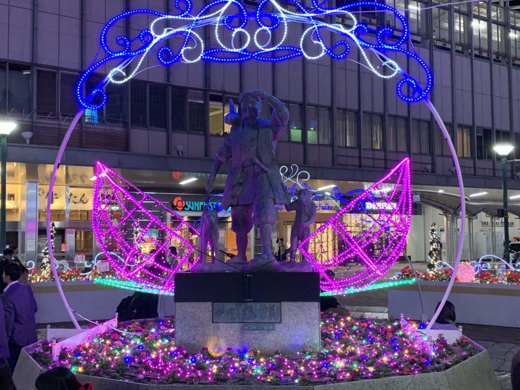岡山駅前 桃太郎像のイルミネーション