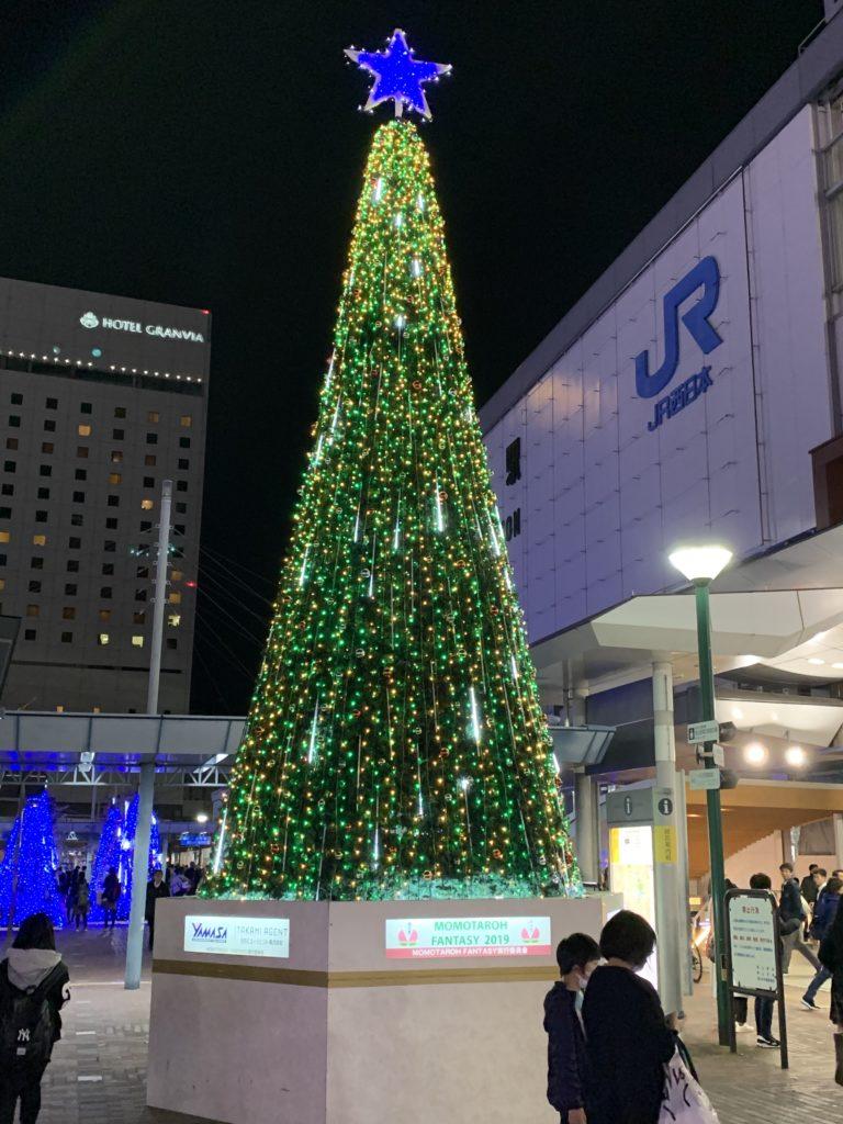 岡山駅前のイルミネーション ツリー緑