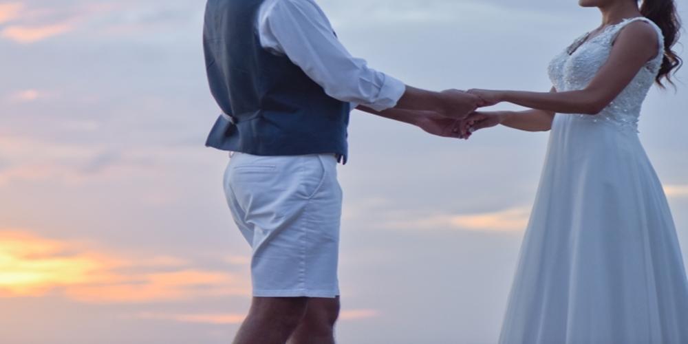 相手の手を握って告白する効果